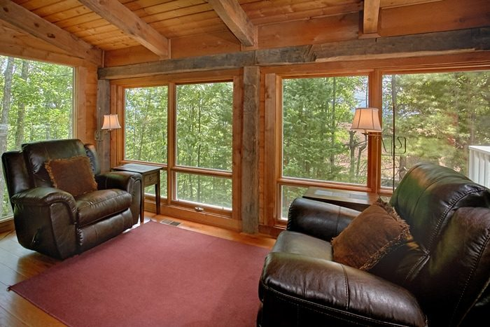 Cabin with Luxurious Furnishings and Recliners - 4 Seasons Gatlinburg