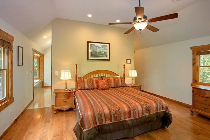 Cabin with Private King Suite with Bath - 4 Seasons Gatlinburg