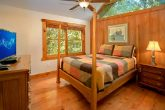 Spacious 3 Story 3 Bedroom Cabin with Queen Bed