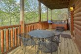 luxury 2 bedroom cabin with picnic table