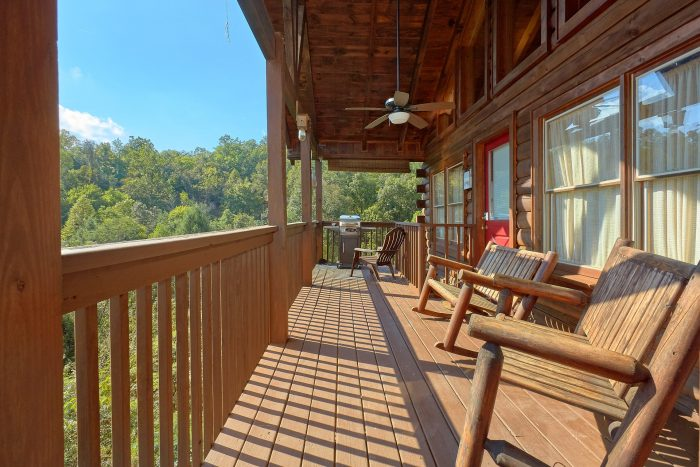 2 Bedroom Cabin with Wooded View and Hot Tub - A Beary Happy Place