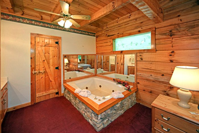 Cabin with Jacuzzi - A Hidden Mountain 360
