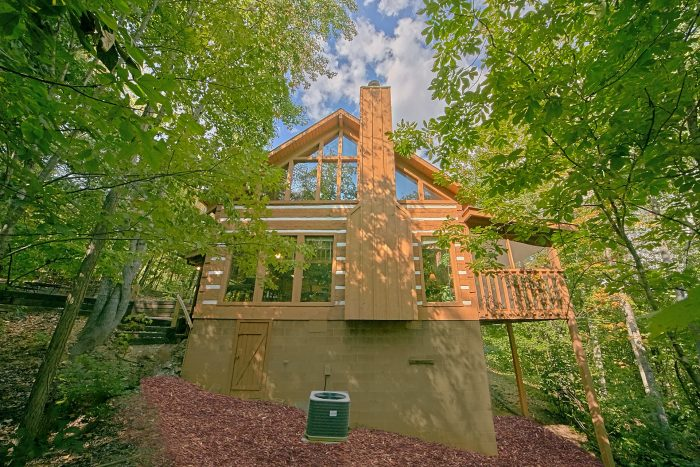 Wears Valley Cabin with Private, Wooded View - A Hummingbird Hideaway