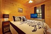 Cabin with Queen Sized Bed