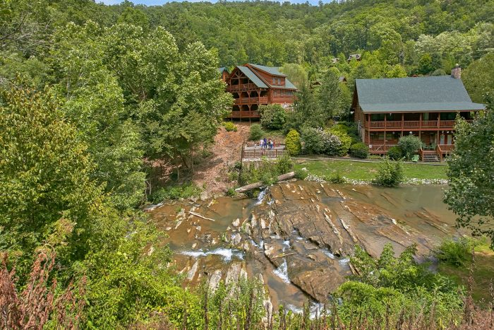 Rustic Cabin with Views of the river and Pool - A Rocky Top Memory