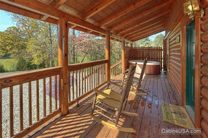 Rustic Pigeon Forge Cabin in the Smokies - A Smoky Hideaway