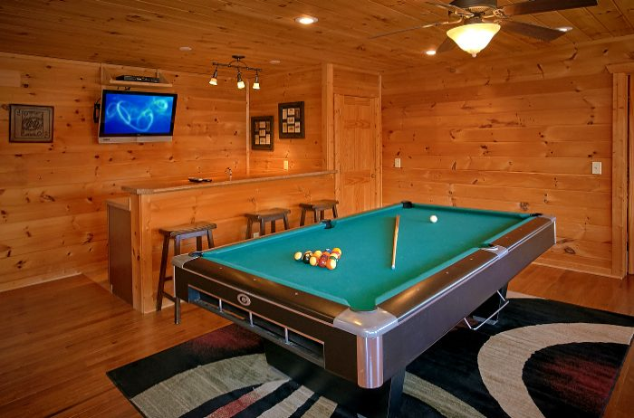 5 Bedroom Cabin Sleeps 10 With Game Room - A Spectacular View to Remember