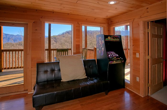 Arcade Game 5 Bedroom Cabin Sleeps 10 - A Spectacular View to Remember