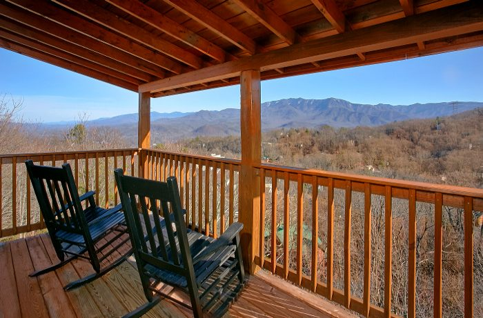 5 Bedroom Cabin that Sleeps 10 with Deck Rockers - A Spectacular View to Remember
