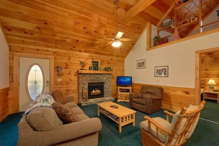 2 Bedroom Cabin Near Pigeon Forge with Fireplace - Absolute Heaven