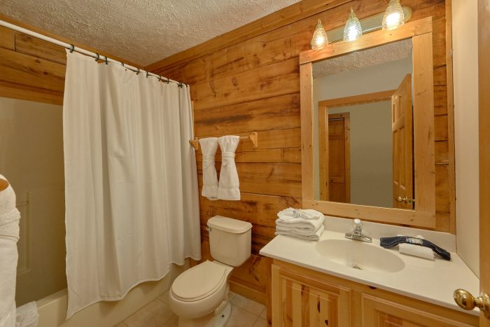 Pigeon Forge Cabin with Connecting Full Bath - Absolute Heaven