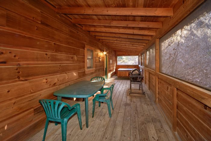2 Bedroom Cabin with Screened in Back Porch - Absolute Heaven