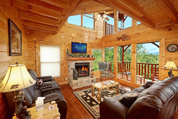 Cabin with Spacious Living Room - Adventure Lodge