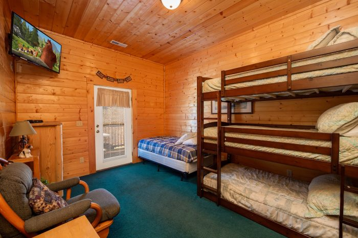 Spacious 7 Bedroom Cabin with Bunk Beds - Alexander the Great