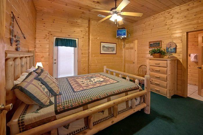 Spacious 7 Bedroom Cabin with Indoor Jacuzzi's - Alexander the Great