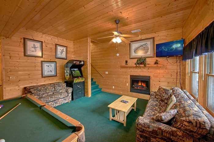 3 Level 7 Bedroom Cabin with Game Room - Alexander the Great