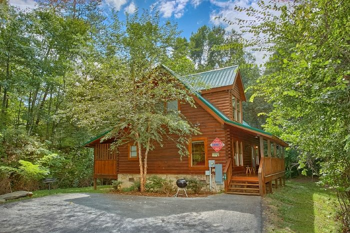 Private 2 Bedroom Cabin with Resort Pool - All Tucked Inn