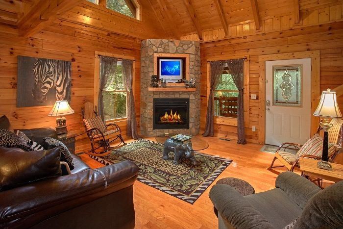 2 Bedroom Cabin with Fireplace and Sleeper Sofa - All Tucked Inn