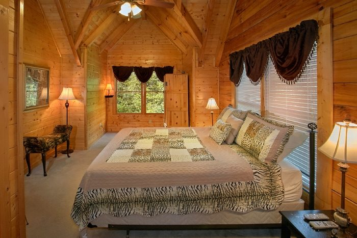 Cabin with Private King Bedroom and Jacuzzi Tub - All Tucked Inn