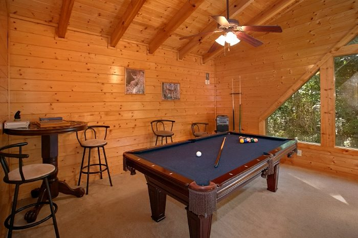 2 Bedroom Cabin with Pool Table and Resort Pool - All Tucked Inn