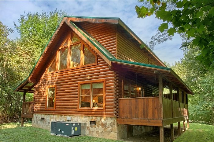 2 bedroom cabin with private, wooded view - All Tucked Inn
