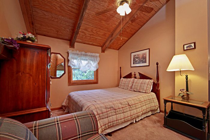 Queen Sized Bedroom - Amazing Majestic Oaks