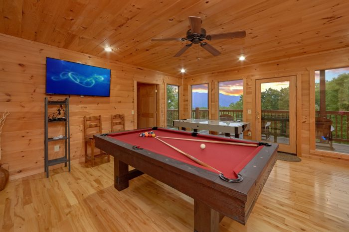 Luxury Cabin with pool table and Mountain Views - Amazing Views to Remember