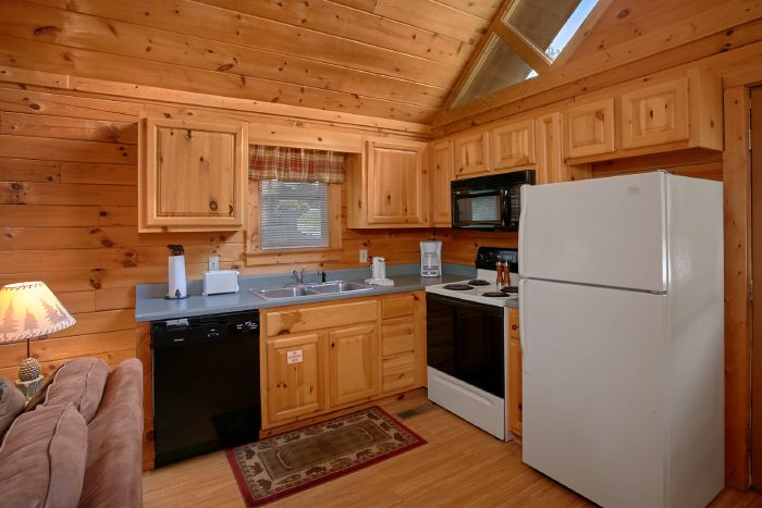 Honeymoon Cabin with Full Kitchen & Dining Area - Angel's Ridge
