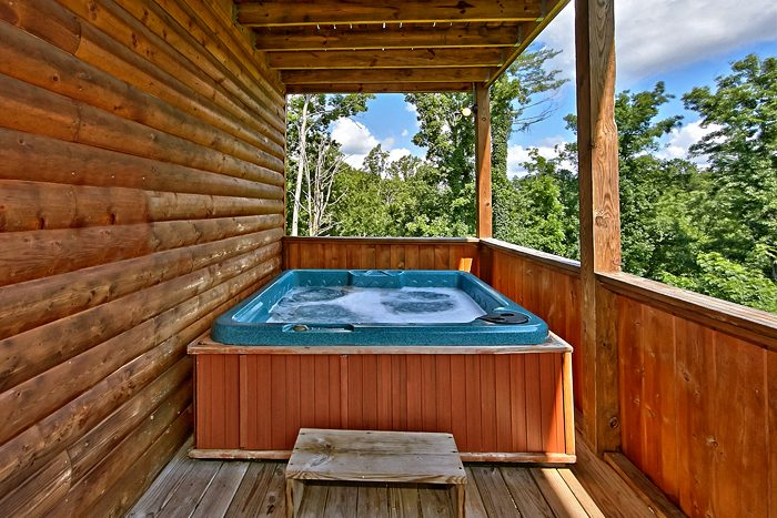 2 Bedroom Cabin with Luxurious Outdoor Hot Tub - Autumn Ridge