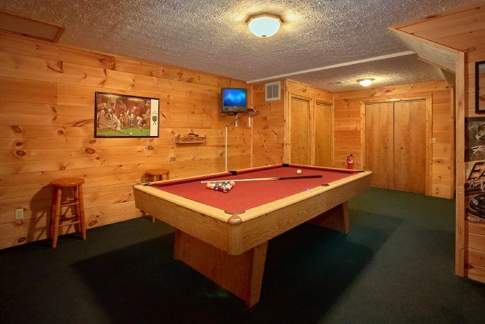 Rustic 2 Bedroom Cabin with Pool Table - B & D Hideaway