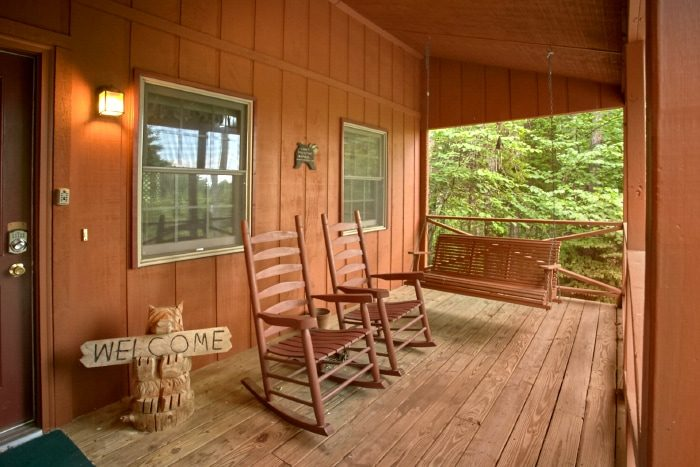 Rustic 2 Bedroom Cabin with Porch Swing and Deck - B & D Hideaway