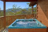 Spacious 2 Bedroom Cabin with Private Hot Tub