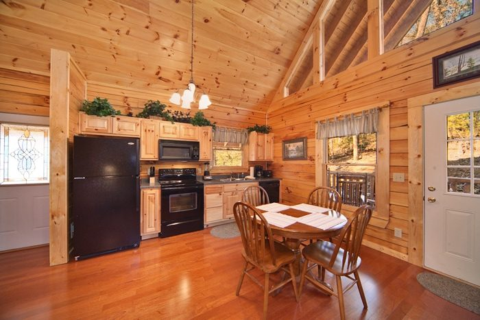 1 Bedroom Cabin with a Fully Furnished Kitchen - Cherished Memories