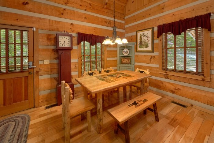 1 Bedroom Cabin with a dining room table - Cuddle Creek Cabin