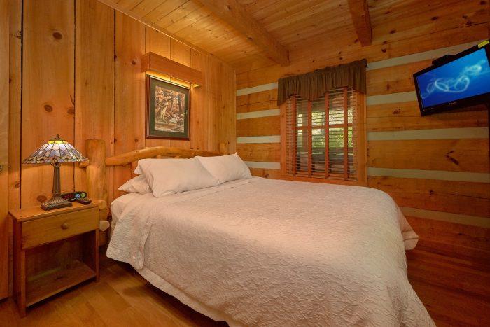 1 Bedroom Cabin with 2 Full Bathrooms - Cuddle Creek Cabin