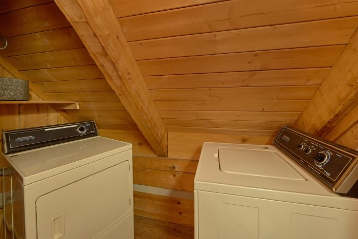 1 Bedroom Cabin with rocking chairs on deck - Cuddle Creek Cabin