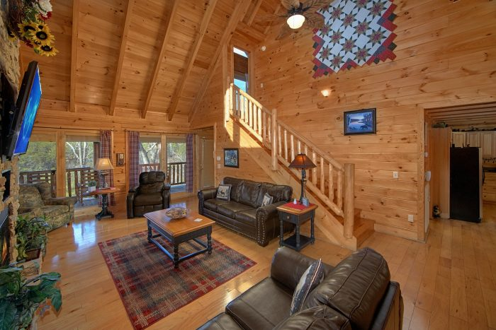 Spacious Living Room in 4 Bedroom Cabin - Dreamland