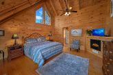 Spacious King Suite in 4 Bedroom cabin
