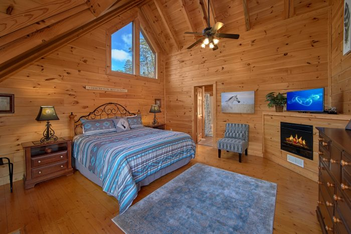 Spacious King Suite in 4 Bedroom cabin - Dreamland
