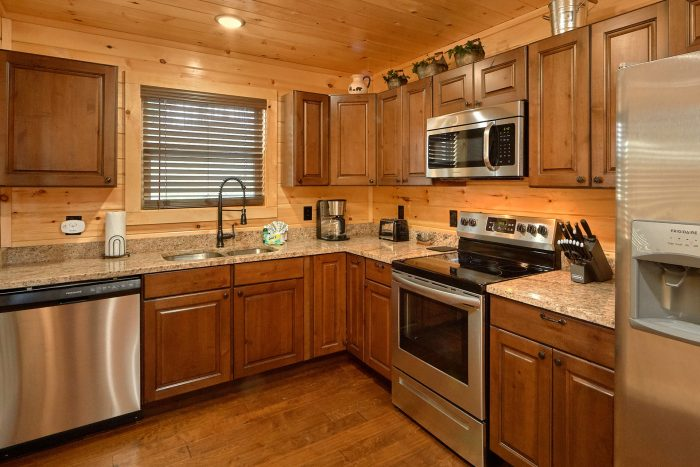 Spacious 2 Bedroom Cabin with Full Kitchen - Fifty Mile View