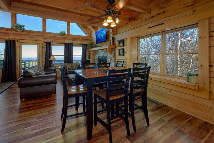 Luxury Cabin with Dining Room and Bar Seating - Gatlinburg Splash
