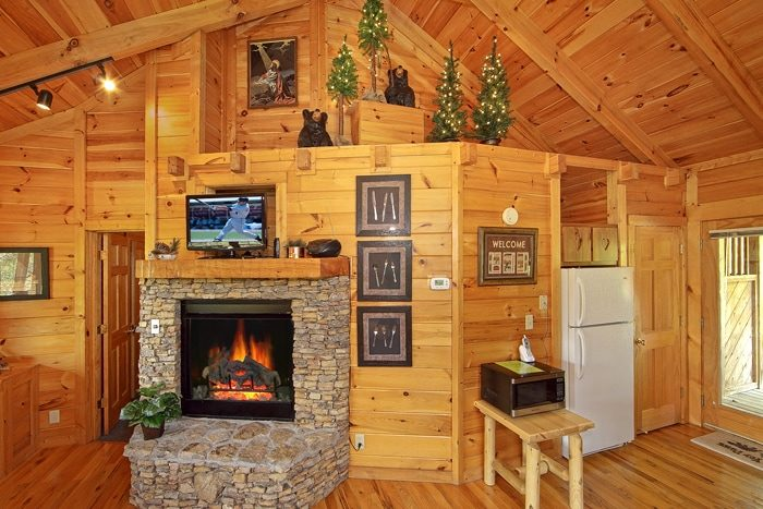 1 Bedroom Honey Moon Cabin with Cozy Fireplace - Heart to Heart