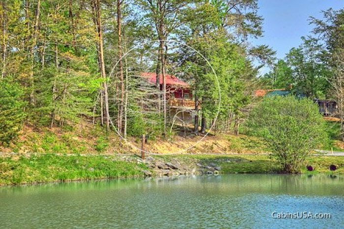 Wears Valley Cabin in a Wooded Setting - Heart to Heart