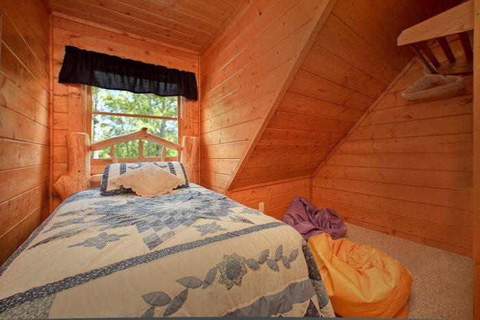 Gatling 2 Bedroom Cabin with Additional Twin Bed - Hemlock Hideaway