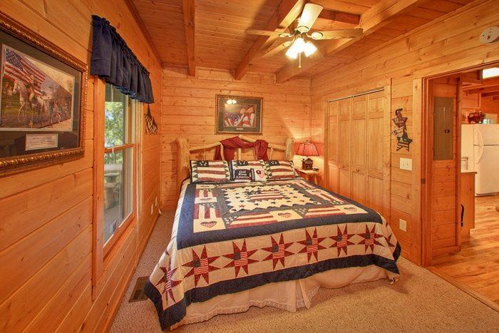 Premium 2 Bedroom Cabin with King & Queen Bed - Hemlock Hideaway