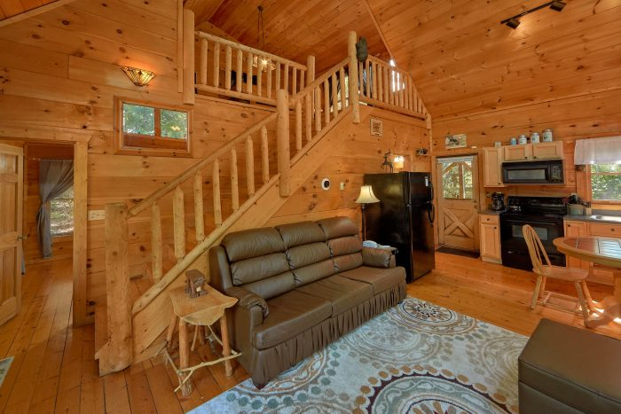 Gatlinburg Cabin with Fully Furnished Kitchen - Huggable Hideaway