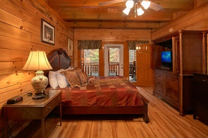 8 Bedroom Cabin Sleeps 28 in Black Bear Resort - Indoor Pool Lodge