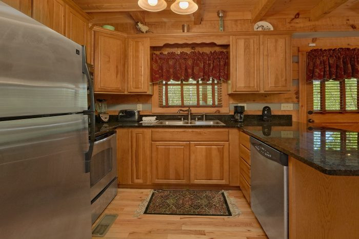 Cabin with a Queen bed on the main-level - Kicked Back Creekside