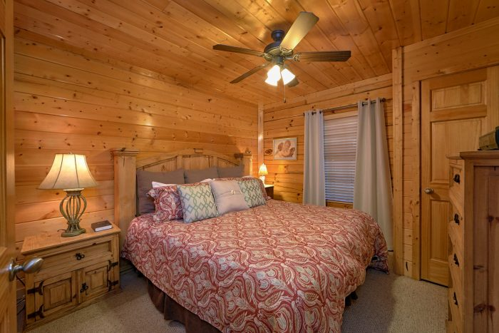 4 Bedroom Cabin with 4 King Beds and 3 baths - Knockin' On Heaven's Door