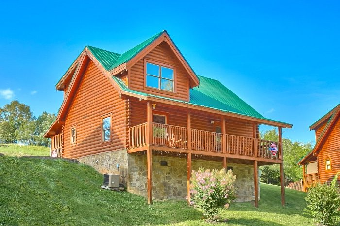 mountain cabins gatlinburg smoky in hot pigeon rent and bedroom theater cabin game resort with room to tub forge